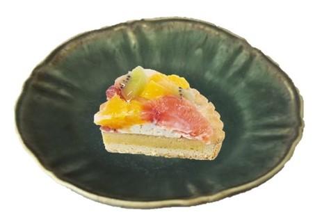 ケーキと皿.jpg