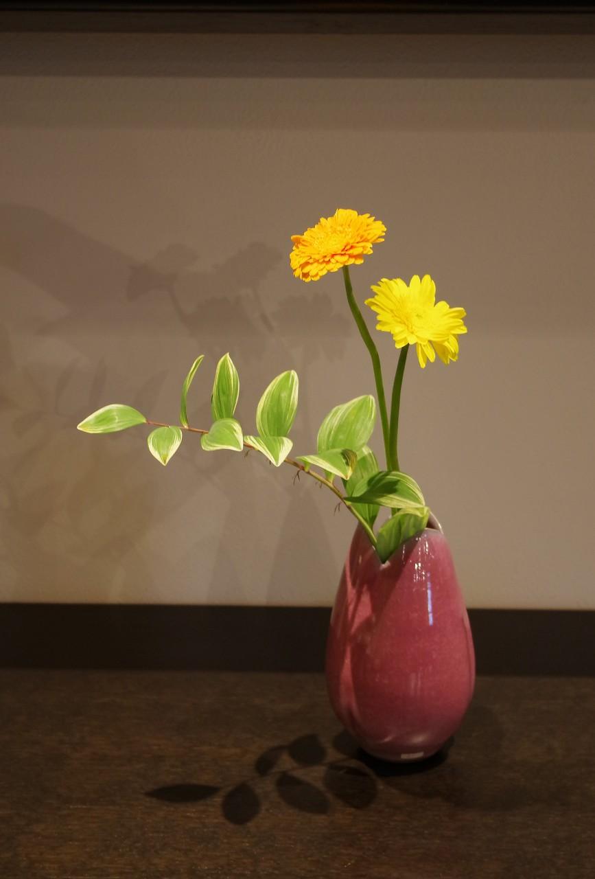 桃花瓷花瓶.jpg