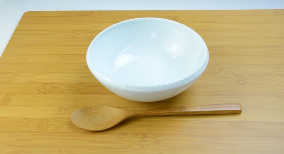 白磁ギザギザ楕円鉢.JPG