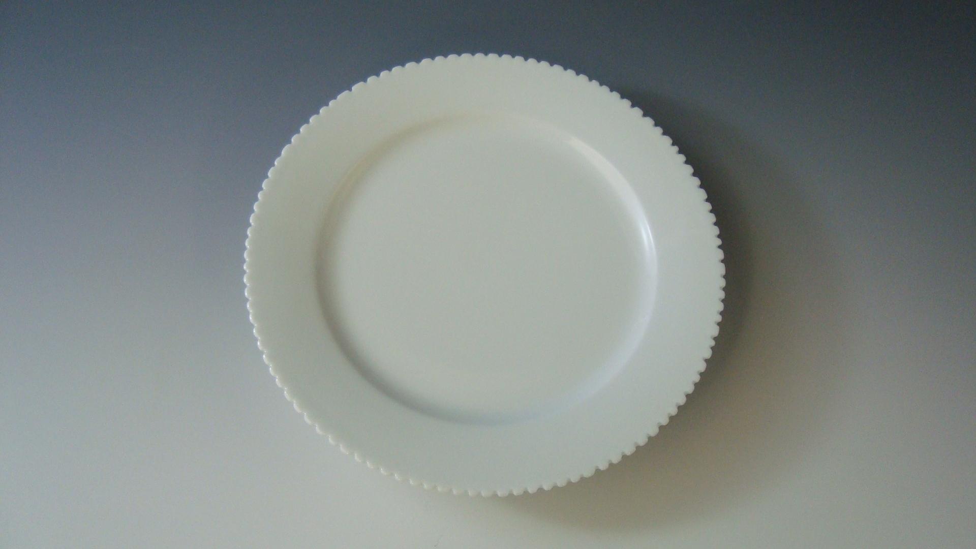 白磁ギザギザ皿.JPG