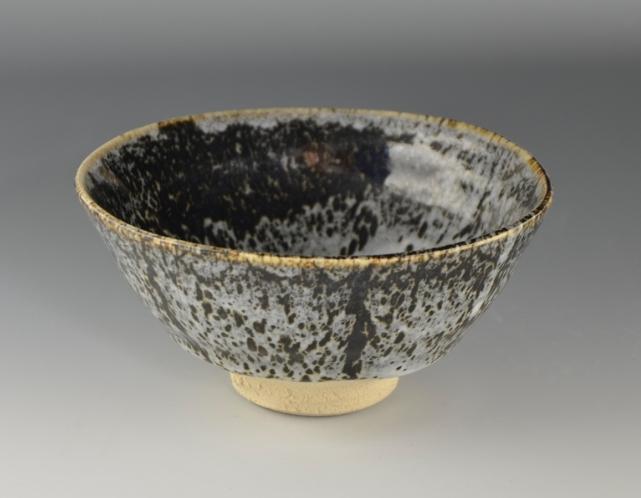 黒地白裂釉 茶盌.JPG